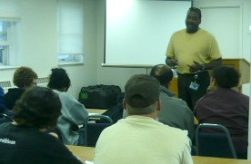 Cliff Fantroy speaks to R.I.S.E. class at the State Penitentiary.