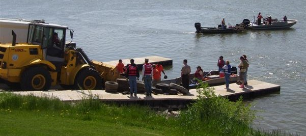 Inmates cleaning up the Missouri River near Yankton.